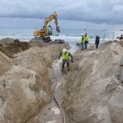 KM3NeT-Fr: Digging a slit for the MEOC at the beach